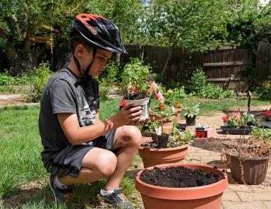 57-Ethan planting