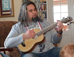 Jason, bass uke-2